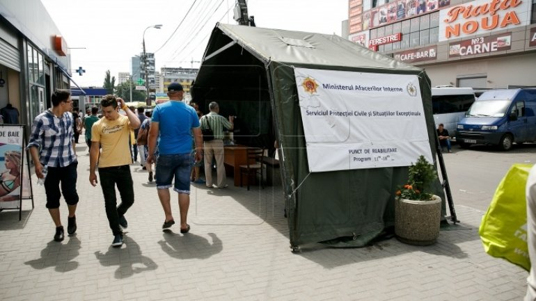 HUGE queues at anti-heat tents in Chisinau