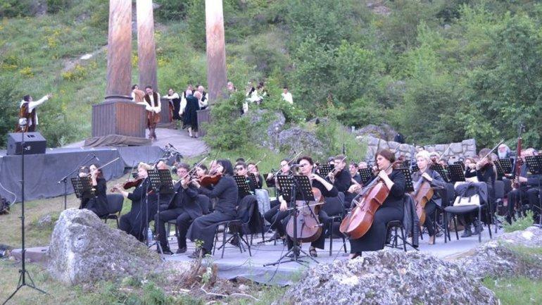 DescOPERA Festival awaits us. Butuceni to transform in an open-air theatre