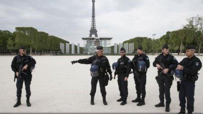 France: Paris police cordon off Champs Elysees