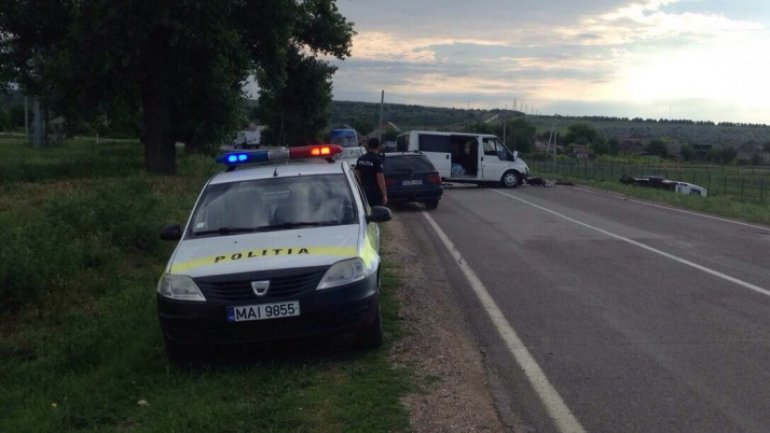 Two injured after bus accident in Leova town (PHOTO)