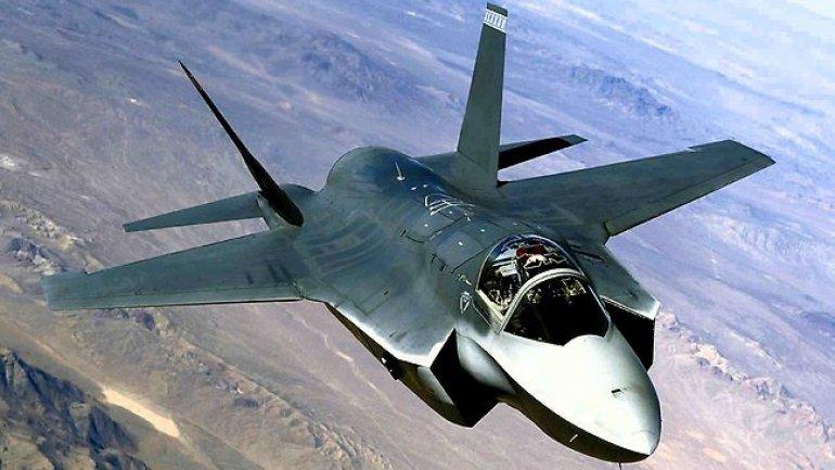 U.S. fighter jet downs Syrian plane, which hit allies