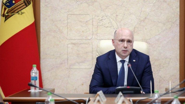 Premier Pavel Filip congratulates civil servants on professional day