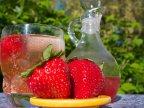 Summer beverage: Strawberry gin