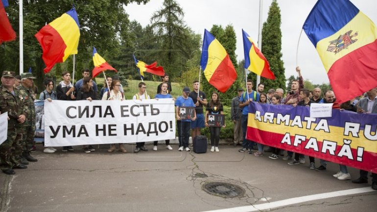 Moldova 'welcomes' Russia's Dmitry Rogozin with PROTESTS at airport