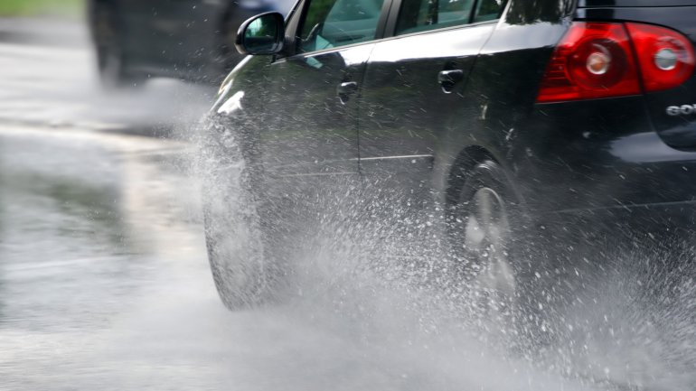 5 Tips Driving Safely in the Rain