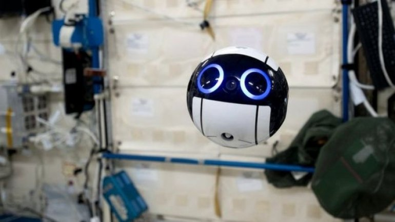 Japan: Space drone sends first image of astronauts from ISS