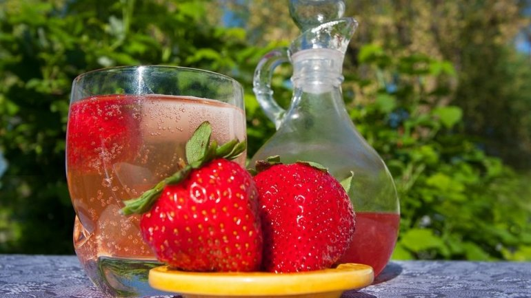 Summer beverage: Strawberry gin
