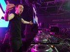 Fan bestowed gift to Andrew Rayel after Independence Day concert