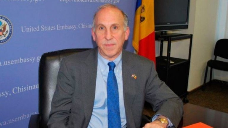 U.S. Ambassador, James Pettit congratulated Moldova with Independence Day in Romanian