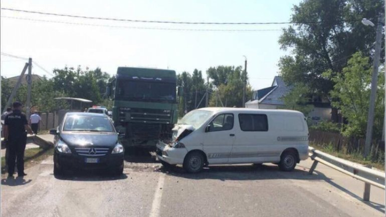 GRAVE accident in Hânceşti. Front collision of two cars, one urgently hospitalized