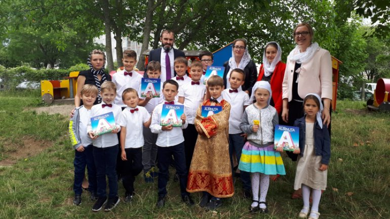 "Moldovan kids from diaspora to get 500 ""Albinuta"" ABC books, signed by Grigore Vieru"
