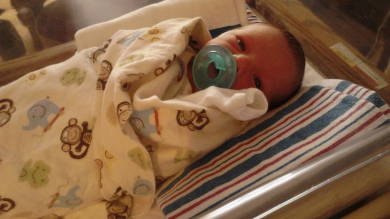 Woman sues hospital after accidentally suffocating 4-day-old son