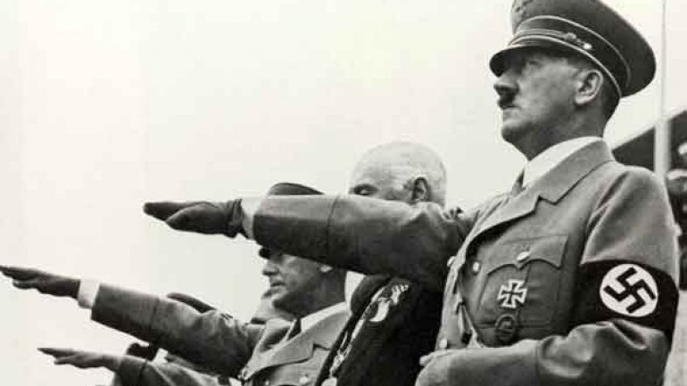 Chinese tourists arrested for Hitler salute in Germany