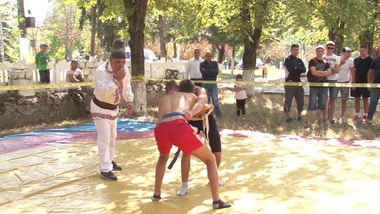 Ialoveni commemorates National Language Day through wrestling matches