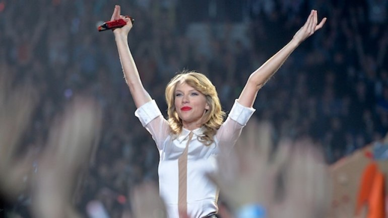 Taylor Swift wins assault case against DJ