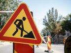One working, ten monitoring. Such effective work on Negruzzi Boulevard in Chisinau!