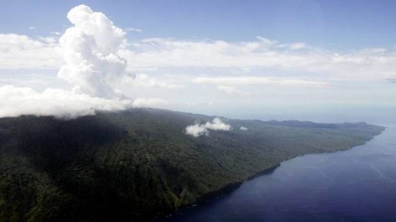 Six thousand people evacuated, as Manaro volcano threatens to erupt