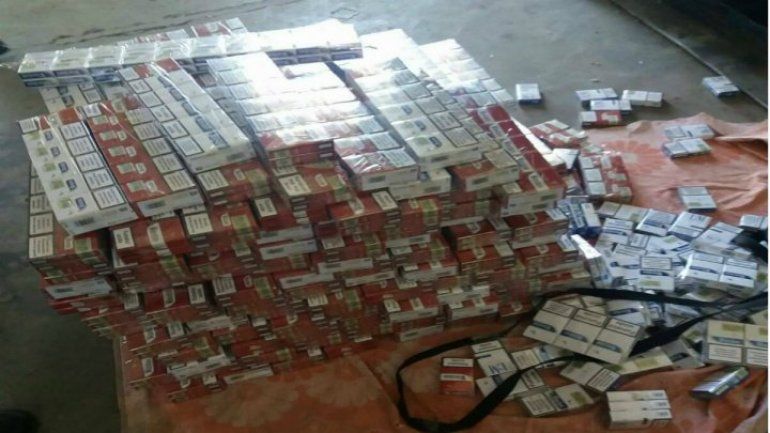Minibus hiding Moldovan cigarettes, caught on border with Romania