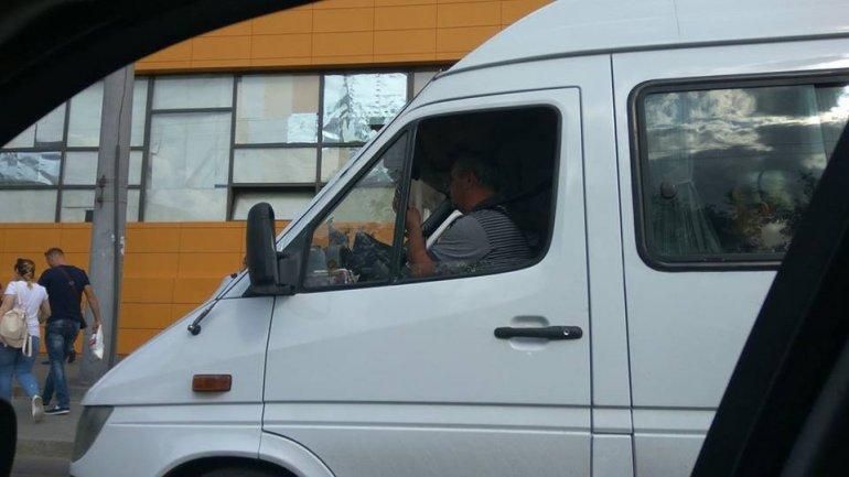 Minibus drivers endangering not only passenger, but also pedestrians