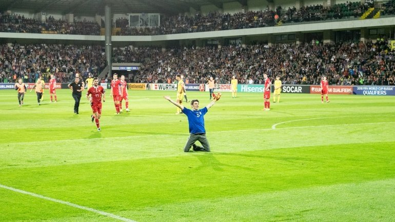 Moldovan showed off his sport spirit right in football game Moldova - Wales