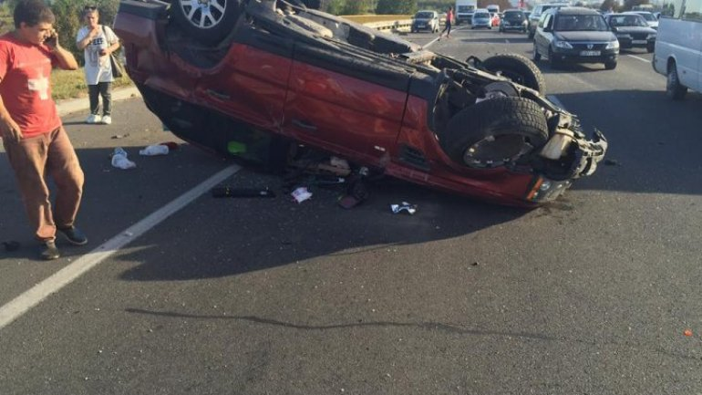 Car OVERTURNED after accident near Stăuceni. Exist victims