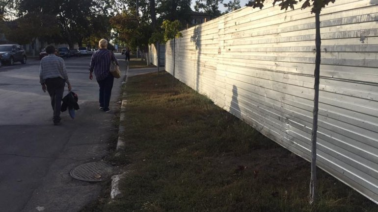 Constructions took over a pavement leaving residents to walk on streets