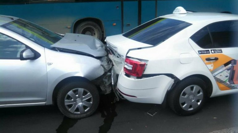 Multi-vehicle accident on Renaşterii boulevard. Drivers did not respect distance