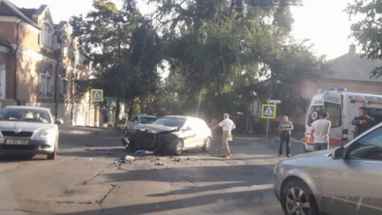 Grave accident! One hospitalized after car crash in Chisinau center
