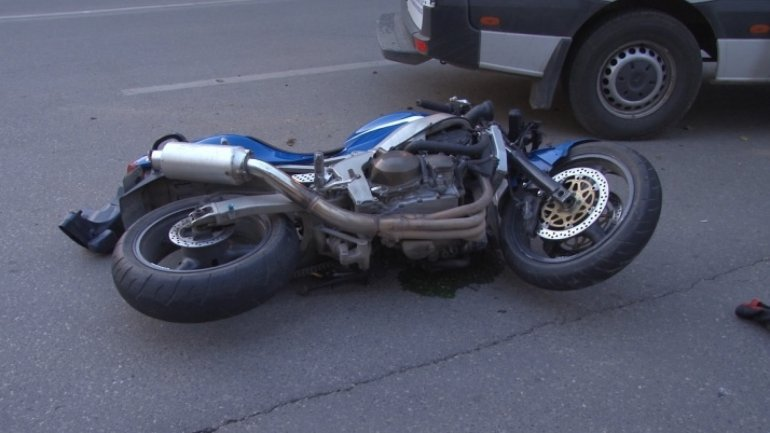 Motorcyclist deceased after running into parked truck at Giurgiulești