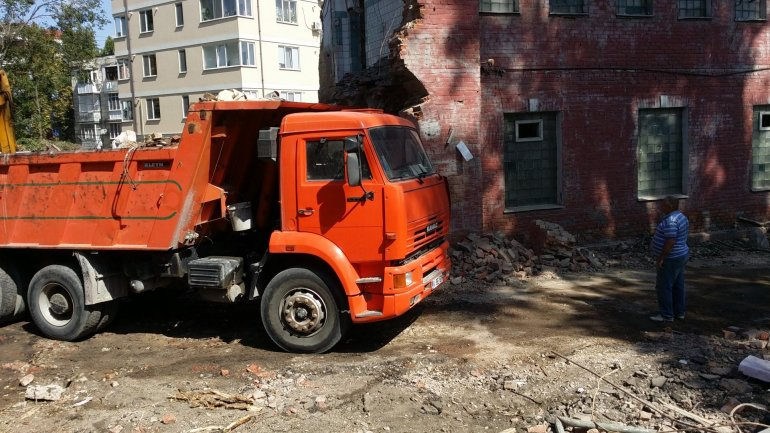 Displeasure among residents, apartments to be built in place of public bath in Chisinau