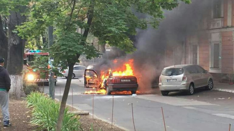 Car burned down due to malfunction, two weeks after passing inspection
