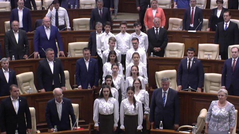 "Parliament session begun with national anthem ""Limba Noastră"" being sung"