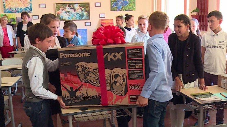 Pupils from Grozeşti enjoy generous gifts from Edelweiss