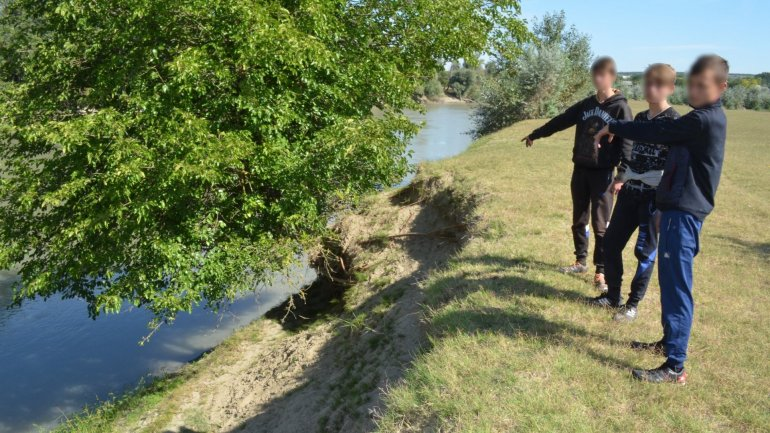 Three minors swam over Prut to get to Romania