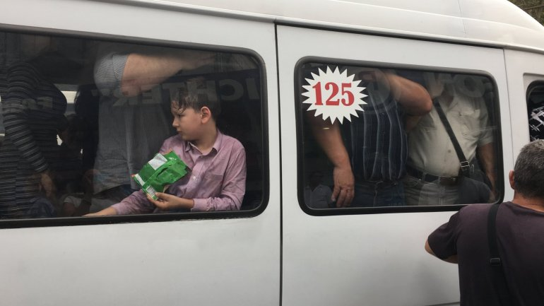 Unauthorized minibus drivers demand higher ticket price in Chisinau