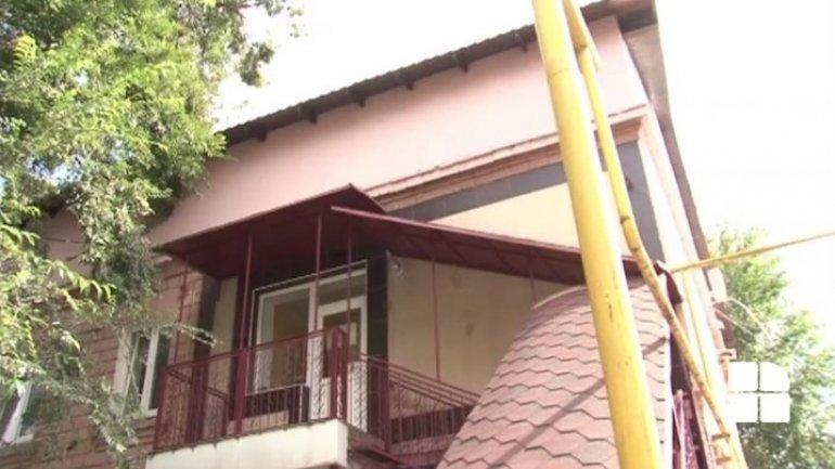 DA's leader illegally built attic which maddens neighbors