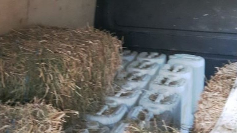 Citizen of Chisinau caught for hiding over a ton of Ethanol in hay