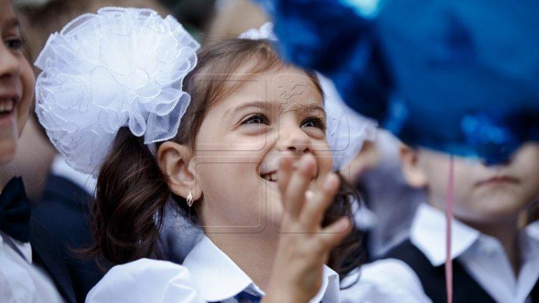 First bell of new school year! 30,000 pupils start 1st class