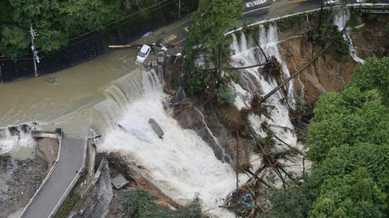 Typhoon Lan hits Japan leaving five dead