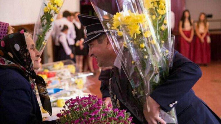 Flowers and nice words for World Teacher Day in Cezar Radu Gymnasium in Hânceşti