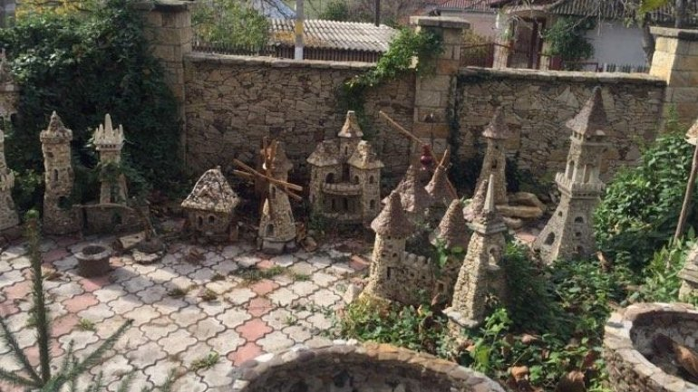 Craftsman from Criuleni reproduces miniature famous buildings around the world