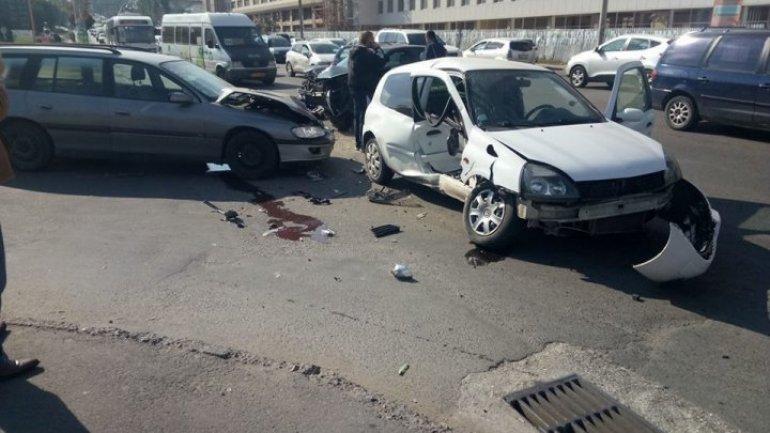 Three cars pile-up on Albişoara street of Chisinau