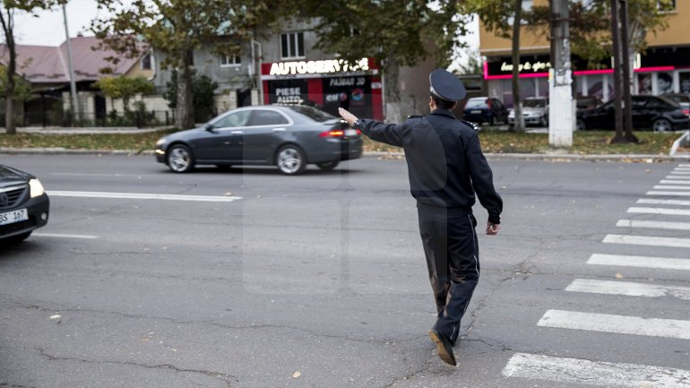 Police Officers from Capital ensured pedestrian safety for children since early morning (Photo)