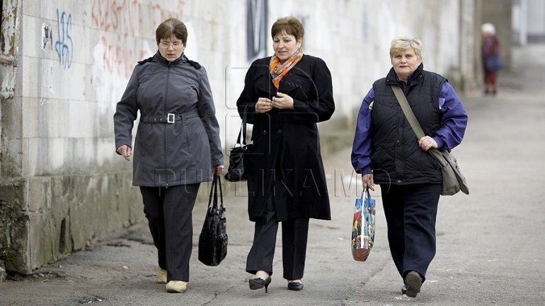 Women from Moldova: working more, yet paid less
