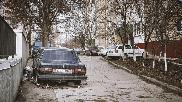 Chisinau becomes junkyard of abandoned cars