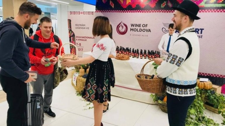 Passengers got unexpected presents from National Wine Day at Chisinau airport