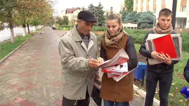 Socialists use citizen's naivety to collect signatures and make Moldova a presidential country