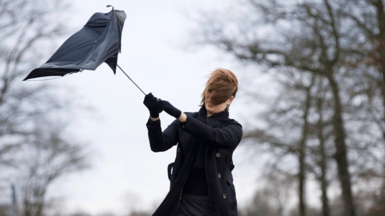 Yellow and Orange warning of Strong Winds all over Moldova
