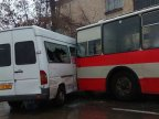 Accident in Telecentru. Minibus driver doesn't have time for traffic law