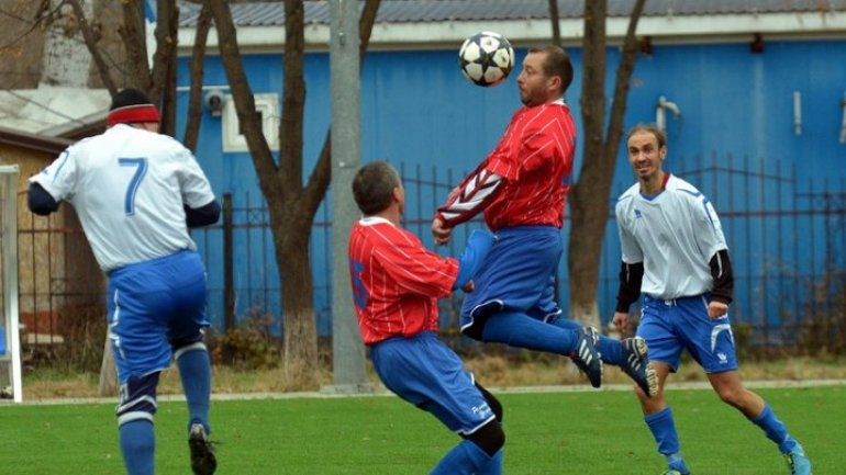 Veterans play for football champion title of Moldova